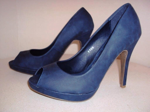 Kék magassarkú cipő